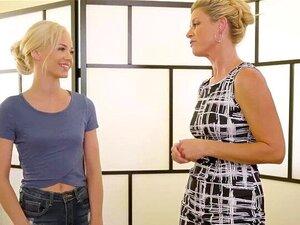 Sehr enge und süße blonde Teen Elsa Jean in Orgasmus-Sex-Action