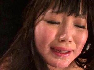 Blowjob-Meisterin Megumi Shino lutscht drei asiatische Schwänze und schluckt Sperma