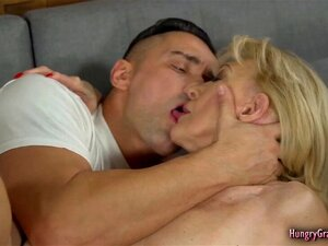 Beim geile sex omas Oma poppen