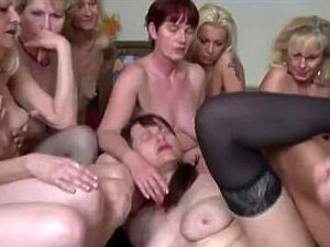 Gang bang Heiße nackte Mädchen Nackte Mädchen
