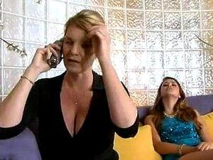 Une baby sitter nympho baisée par son patron