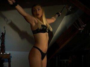 Geknebelt und Frauen Ball nackt Schwarze Nackte Frauen