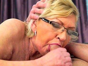 Bilder nackt granny Hot Pics