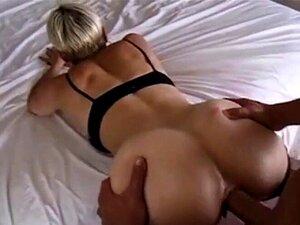 Brünette Lockiges Haar Große Titten