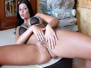 Nackt christina jolie Gemma Arterton
