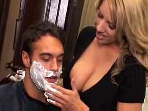 Beim friseur nackt frau Nackt Beim